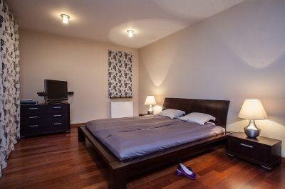 Naterac piankowy w nowoczesnej sypialni