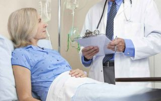 Kobieta na materacu leczniczym